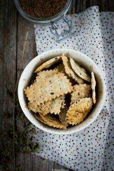 Crackers al farro con origano e semi di lino