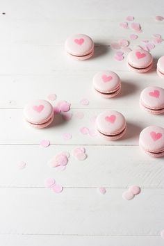 Traditional French macaron recipe using Italian meringue method. Pink Valentine macarons, chocolate ganache filling + airbrushed hearts for Valentine& Day! Pink Macaroons, Chocolate Macaroons, French Macaroons, Hot Chocolate, Valentine Chocolate, Romantic Valentines Day Ideas, Valentines Day Cakes, Valentine Cookies, Valentine Day Love