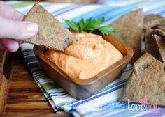 Хумус со сладким перцем и цельнозерновые лепешки пита