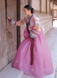 Hanbok (Traditional Clothing of Korea, 한복) Korean Hanbok, Korean Dress, Korean Outfits, Korean Traditional Dress, Traditional Fashion, Traditional Dresses, Ethnic Fashion, Asian Fashion, Korean Beauty