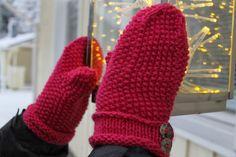 woof&stitch -käsillä tekevän blogi: Helmineulelapaset Handicraft, Gloves, Stitch, Winter, Fashion, Craft, Winter Time, Moda, Full Stop