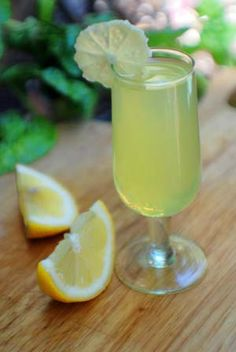 Limoncello-Champagne Italian Cocktail Recipe