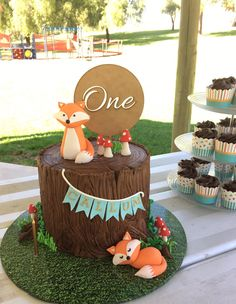 The Best Woodland Themed Cakes - Magnificent Mouthfuls Cupcakes & Catering - The Best Woodland Themed Cakes Woodland_themed_cakes_first_birthday_foxes Animal Birthday Cakes, Baby Birthday Cakes, Boys 1st Birthday Party Ideas, Baby Boy First Birthday, Woodland Theme Cake, Fox Cake, 1st Birthdays, Themed Cakes, Purse Cakes
