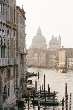 Venezia at sunrise. Swoon #destination #wedding #venice #photography #italy #wanderlust #travel