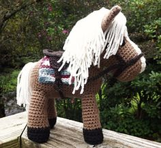 Horse Amigurumi with Extras-pattern by Lisa Jestes.