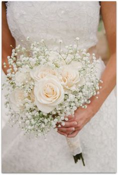 A simple bouquet of ivory roses and baby's breath. Photo via Project Wedding A simple bouquet of ivory roses and baby's breath. Photo via Project Wedding Ivory Roses, Cream Roses, Pink Roses, Ivory Rose Bouquet, Blush Roses, Light Pink Bouquet, Carnation Bouquet, White Carnation, Blue Peonies