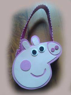 Bolso de Peppa Pig En Fomy Pig Crafts, Foam Crafts, Foam Sheets, Ideas Para Fiestas, Victoria, Working With Children, Diy Box, 4th Birthday, Diy Gifts