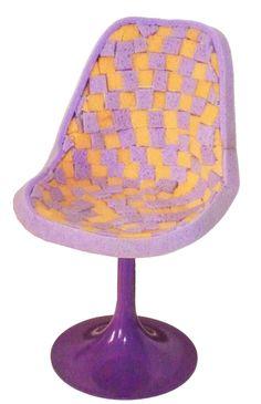 """""""Spugnetta"""" sedia stile anni '60, rivestita con quadratini di spugne da bagno colorate."""