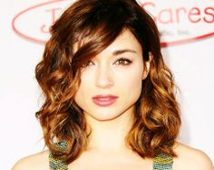 Crystal Reed- I want her hair