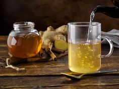 Questa semplice bevanda, che consiste nella combinazione di acqua e miele, apporta al nostro organismo almeno 8 benefici. In questo articolo ti spiegheremo nel dettaglio cosa succede quando consumi questo infuso. Si sa che l'acqua è fondamentale per la vita. Il miele invece è un alimento eccellente per mantenerci in salute, e ci aiuta a prevenire una serie di patologie. Consumare questi due ingredienti assieme potenzia i loro benefici. Purifica i reni. Se hai problemi renali o di ritenzione…