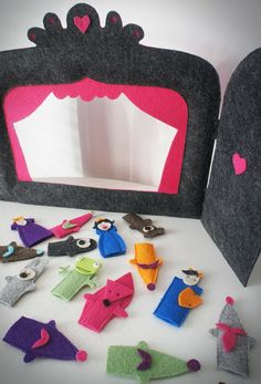 awesome idea for felt stage and finger puppets.