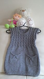 Diy Crafts - This is stylish and cozy slip-on tunic for 4 year old fashionista. It will keep your toddler warm and comfortable during cold autumn/wint Knitting For Kids, Baby Knitting Patterns, Knitting Projects, Knitting Baby Girl, Knit Baby Dress, Baby Cardigan, Girls Knitted Dress, Girls Tunics, Big Knits