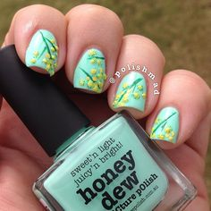 Flower Nails by Instagrammer @polishmad