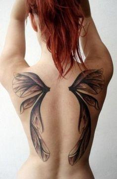 Татуировка оберег в виде крыльев на спине для девушек