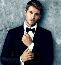 Guess whose birthday it is today? Exactly, Liam Hemsworth is our birthday boy… Liam Hemsworth, Hemsworth Brothers, Pretty Boys, Cute Boys, Male Actors Under 30, Gorgeous Men, Beautiful Boys, Beautiful Images, Hot Guys