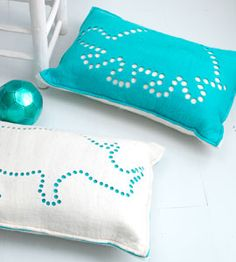 Pillow Ariadne at Home. Felt Crafts Diy, Felt Diy, Crafts To Sell, Home Crafts, Felt Cushion, Felt Pillow, Sewing Projects For Kids, Sewing For Kids, Modern Crafts