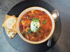 Pikantní polévka z červených fazolí Soups, Salsa, Food And Drink, Mexican, Ethnic Recipes, Chowders, Salsa Music, Restaurant Salsa, Soup