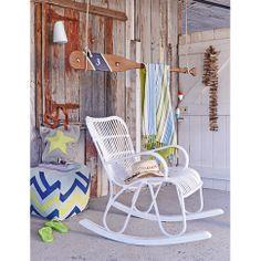 Stilvoll in der Sonne träumen - dieser formschön gearbeitete, outdoorfähige Schaukelstuhl mit ästhetischem Kunststoffgeflecht macht's möglich!