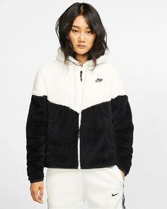 Nike Sportswear Windrunner Women's Sherpa Jacket In Sail Nike Sportswear, Nike Winter Jackets, Nike Fashion, Fashion Outfits, Salopette Short, Nike Gear, Womens Sherpa, Windrunner Jacket, Nike Fleece