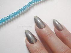 set unghie argento olografico grigio stiletto finte mandorla chic nail art natale matrimonio sposa nozze damigella nozze lasoffittadiste