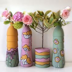 Glass Bottle Crafts, Wine Bottle Art, Plastic Bottle Crafts, Diy Bottle, Painting Glass Jars, Painted Glass Bottles, Bottle Painting, Pottery Painting Designs, Diy Arts And Crafts
