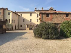 Agriturismo in Umbria www.it www.it Italy Landscape, Spring, Rio, Farmhouse, Mansions, House Styles, Places, Beautiful, Instagram