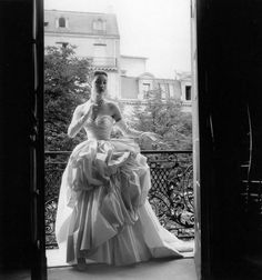 Renée Breton in a satin evening gown with gathered poufed skirt by Dior in a photo by Willy Maywald, Paris, 1953 Vintage Dresses 1960s, Vintage Dior, Vintage Couture, Vintage Glamour, Vintage Outfits, Vintage Nightgown, Vintage Clothing, Vintage Style, Christian Dior
