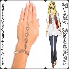 SOLD OUT💞NWT Silver Tone Boho Leaf Hand Chain NWT Silver Tone Boho Leaf Hand Chain   • Silver toned • Loops around finger • Leaf embellished bracelet   Mixed metals Available in gold toned in separate listing  Bundle discounts available  No pp or trades - item # 1o1-5-28-0110SLB Pretty Persuasions Jewelry Bracelets