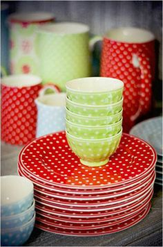 Green gate plates and bowls Red Kitchen, Kitchen Dishes, Vintage Kitchen, Red Green, Tea Party, Dinnerware, Polka Dots, Red Dots, Sweet Home