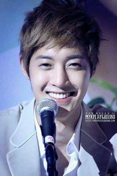 That smile.....it's amazing :D
