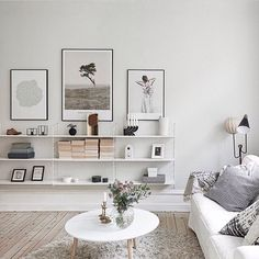 String shelfie perfection via @entrancemakleri | #interior #interiordesign…