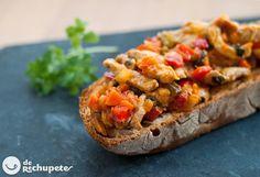 Tosta de lomo y verduritas con salsa Mediterránea  Lomo fresco de cerdo pimiento rojo y verde, zanahorias y cebolla, vino blanco, salsa barbacoa, aceite de oliva, sal y perejil. pan de pueblo
