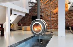 Ola, ce poêle à bois de fabrication 100 % française n'est-il pas une véritable sublimation de l'Inox ? Le poêle idéal pour vous apporter une chaleur agréable tout au long de l'année ainsi qu'un tableau esthétique hors du commun à votre intérieur...