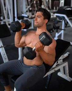 Tricep Workout Gym, Back Workout Men, Chest And Tricep Workout, Chest And Back Workout, Chest Workout Routine, Home Workout Men, Gym Workouts For Men, Gym Workout Videos, Chest Workouts With Dumbbells