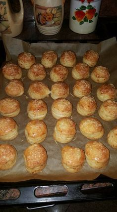 Cheese and yeast scones No Salt Recipes, Baking Recipes, Cookie Recipes, Dessert Recipes, Pogaca Recipe, Easy Sweets, Savory Pastry, Hungarian Recipes, Bread And Pastries