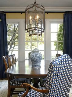 Blue and White Dining Room - Blue and White Dining Room, Love these Luxurious Blue Drapes for A formal Dining Room A Yellow Dining Room, Dining Room Walls, Dining Room Design, Dark Blue Walls, Yellow Walls, Dining Room Inspiration, Home Wallpaper, White Decor, White Houses