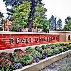 The newly completed sign at the eastern edge of campus. Photo by Jack Hellie, a student photographer in the Drake Photo Bureau. #DrakePOTD
