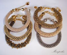 Mecaperles: Pulseritas crochet Crochet Beaded Bracelets, Bead Crochet, Crochet Earrings, Handmade Beaded Jewelry, Handmade Bracelets, Crochet Designs, Crochet Patterns, Armband, Peyote Bracelet