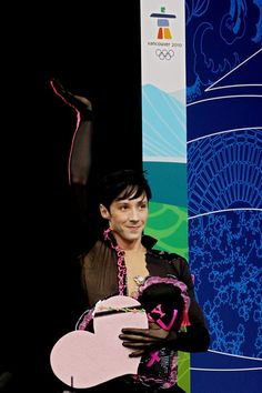 Johnny Weir Photos - Johnny Weir of the United States waves to the crowd after he competes in the men's figure skating short program on day 5 of the Vancouver 2010 Winter Olympics at the Pacific Coliseum on February 16, 2010 in Vancouver, Canada. - Figure Skating - Day 5