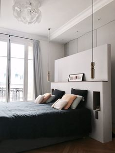 Visite appartement Paris 16 Marlyne Salini photo B Interior Design Living Room, Bedroom Interior, Bedroom Design, Appartment Decor, Interior Design, Home Decor, Room, Bedroom Ceiling Light, Home Deco