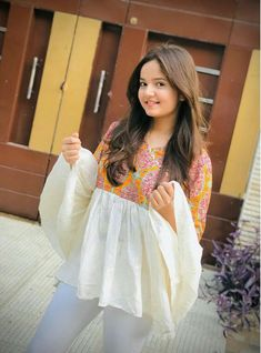 Beautiful Love Pictures, Beautiful Girl Photo, Beautiful Asian Girls, New Girl Pic, Party Wear Indian Dresses, Stylish Girl Pic, Girl Photo Poses, Beauty Full Girl, Western Outfits