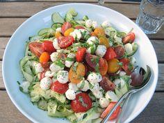 Zucchini-Tomaten-Salat mit Mozzarella