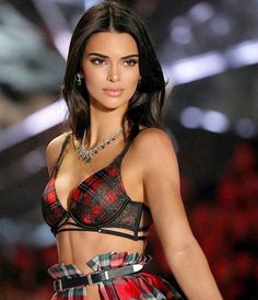 Kendall Jenner's Best and Worst Hairstyles! Kendall Jenner's Best and Worst Hairstyles! Kylie Jenner Outfits, Kendall Jenner Make Up, Kendall Jenner Icons, Cejas Kendall Jenner, Maquillage Kendall Jenner, Kendalll Jenner, Kardashian Jenner, Estilo Jenner, Fashion Models