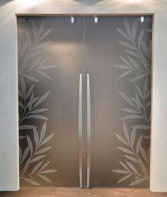 Porte scorrevoli in vetro (Foto Frosted Glass Design, Frosted Glass Door, Glass Doors, Pooja Room Door Design, Wall Design, Glass Partition Designs, Glass Door Designs, Etched Glass Door, Sliding Wardrobe Doors