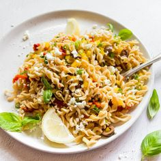 Ahhhh I love a good pasta salad! These can be eaten warm or cold and are the perfect take to work lunch! Healthy Mummy Recipes, Lunch Recipes, Vegetarian Recipes, Dinner Recipes, Cooking Recipes, Simple Recipes, Best Pasta Salad, Pasta Salad Recipes, Clean Dinners