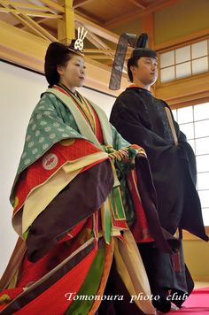 Nanki-Poo and Yum-Yum, back in the Imperial Palace, wearing heian robes of a prince and princess.