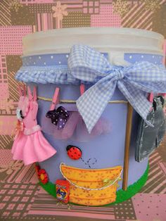 Qmimos - Fazendo Arte brincando: Encomenda - Pote Para Colocar Sabão em Pó (Reciclagem) Kids Crafts, Tin Can Crafts, Diy And Crafts, Cardboard Recycling, Sewing Case, Bottle Box, Little Bit, Organiser Box, Cute Bears
