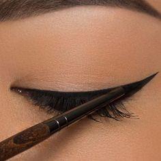 Eyeliner für die Ziehungen Tutorials + Tipps - Make Up Makeup Brushes, Eye Makeup, Beauty Makeup, Makeup Tips, Hair Makeup, Beauty Kit, Beauty Hacks, Make Up Tutorial Contouring, Für Dummies