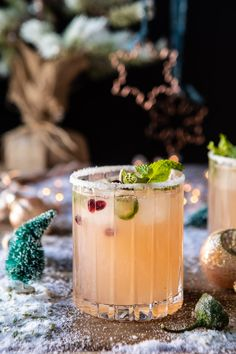 The Spicy Sweet Grinch Cocktail. The Spicy Sweet Grinch Cocktail. Cocktails Champagne, Beste Cocktails, Sweet Cocktails, Cocktail Recipes, Margarita Recipes, Summer Cocktails, Vodka Sangria, Frozen Cocktails, Favors