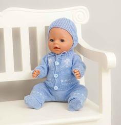 Jakke, bukse lue og sokker - Viking of Norway Doll Patterns, Clothing Patterns, Knitting Patterns, Knitting Dolls Clothes, Sewing Dolls, Baby Knitting, Crochet Baby, Viking Baby, Bitty Baby
